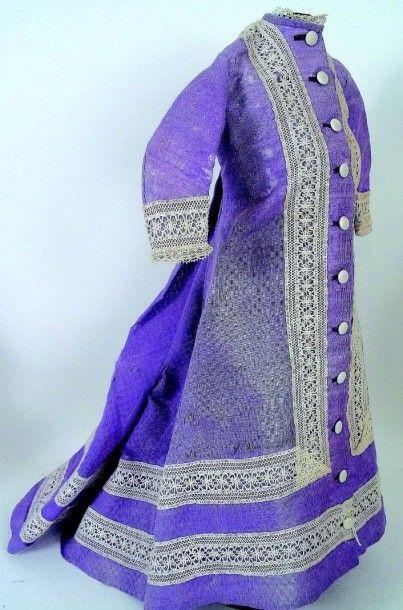 Très belle robe en coton mauve avec dentelle...