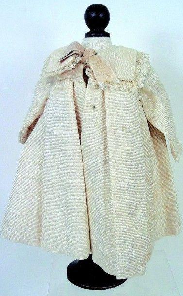 Robe manteau en lainage ivoire avec col bordé...