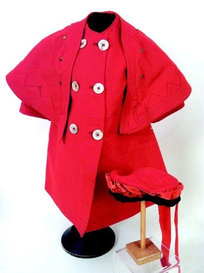 Grand manteau en lainage rouge avec grand...