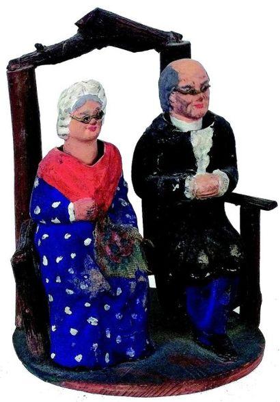 Couple de personnes âgées assises sur un...