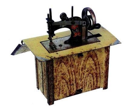 Extraordinaire diminutif de machine à coudre à système sur table en métal avec mécanisme...