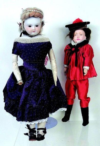 Deux réplicas de poupées anciennes, comprenant;...