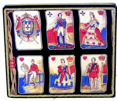 Belle boîte avec figures de jeu de cartes...