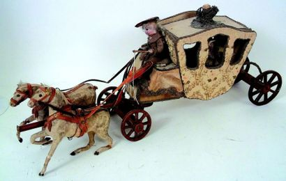 Très joli carrosse en bois recouvert de tissu...