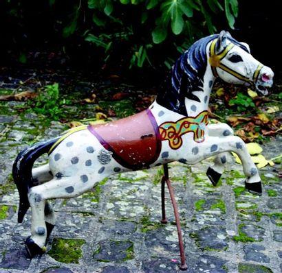 Très beau cheval de manège cabré signé sur...