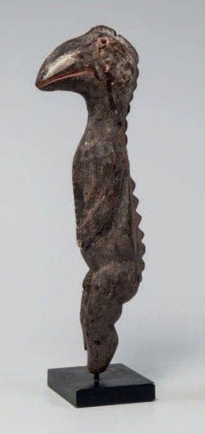 Chamba, Nigéria. Statue d'homme oiseau, la...