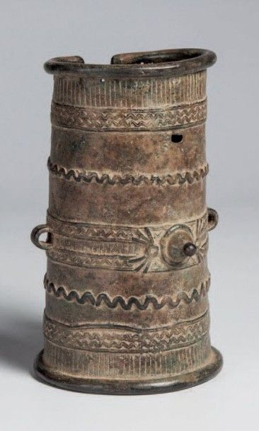 Gan, Burkina. Chevillère en bronze comportant...