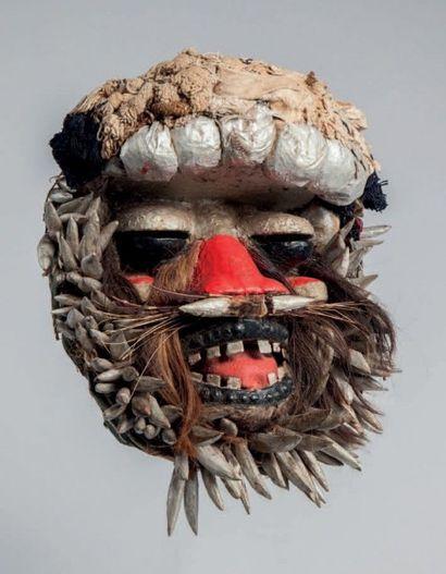 Guéré, Côte d'Ivoire. Masque polychrome rouge...