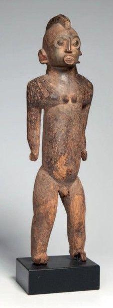 Lobi, Burkina. Statue masculine en bois lourd,...