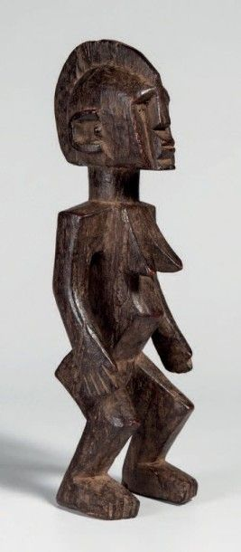Bobo, Burkina. Statue féminie, jambes fléchies,...