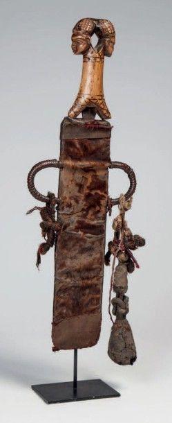 Bamiléké, Cameroun. Couteau d'apparat de...