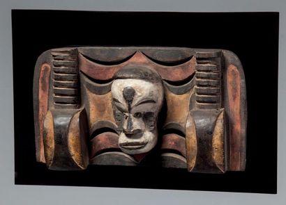 Eket, Nigéria. Masque plaque formé d'une...
