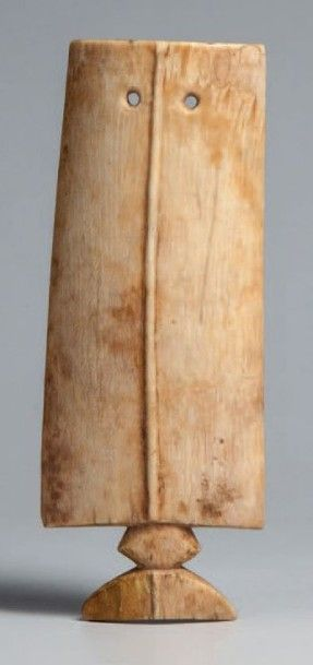 Lobi, Burkina Faso. Pendentif en ivoire clair...