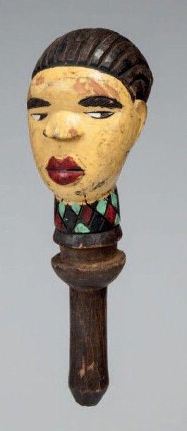 Kuyu, Congo. Tête de jeune femme à visage...
