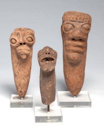 Koma, Ghana. Lot de trois têtes en terre...