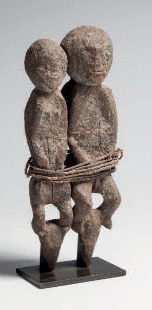 Fon, Bénin. Couple de statues d'autel à patine...
