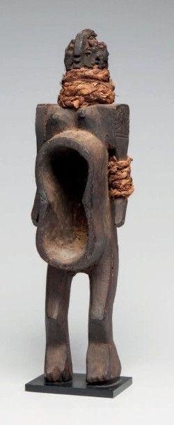 KORO, Nigéria. Coupe-personnage «Gbene» utilisé...