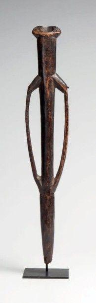 Nunuma, Burkiha. Elégante flûte à bras allongés,...