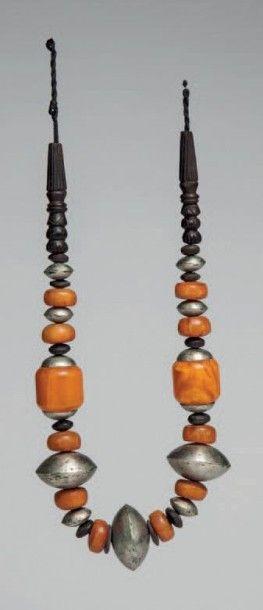 Maure, Mauritanie. Collier composé de perles...