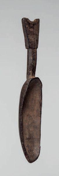 Dan, Côte d'Ivoire. Deux cuillères cérémonielles à profonde patine noire. Long.:...