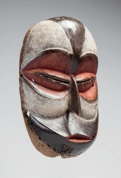 Galoa, Gabon. Masque «Okouyi», masque d'initiation...