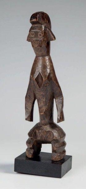 Moumouyé Nigéria. Statue féminine Moumouyé...