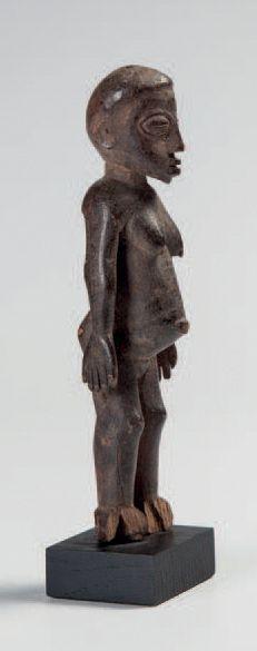 Lobi, Burkina Faso. Statuette féminine, les...