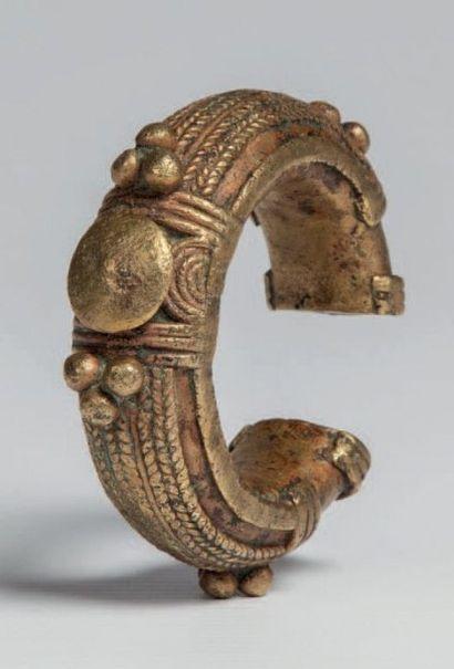 Dogon du Mali, région de Douentza. Bracelet...