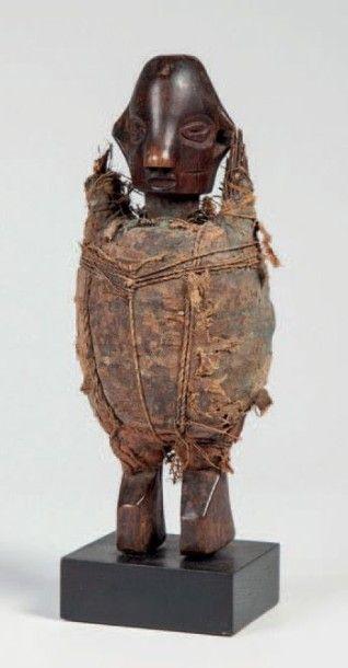 Suku, Congo RDC. Statuette fétiche de protection...