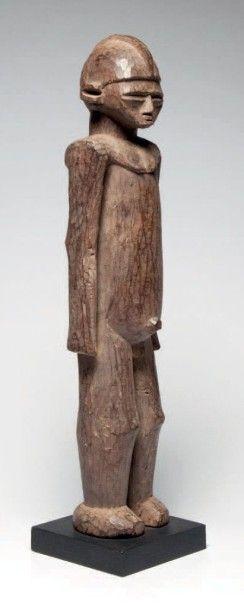 Lobi, Burkina Faso. Statue masculine élancée,...