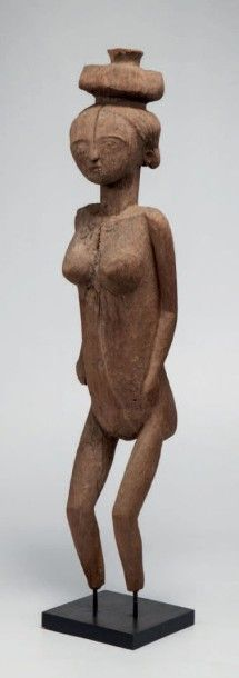 Sakalave, Madagascar. Statue féminine en...