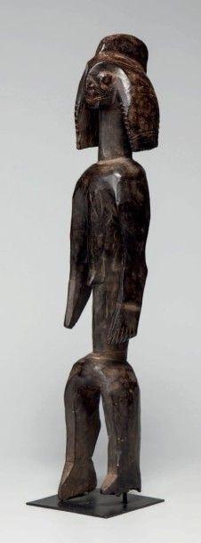 Moumouyé, Nigéria. Belle statue féminine...
