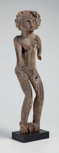 Mahafaly, Madagascar. Statue féminie aux...