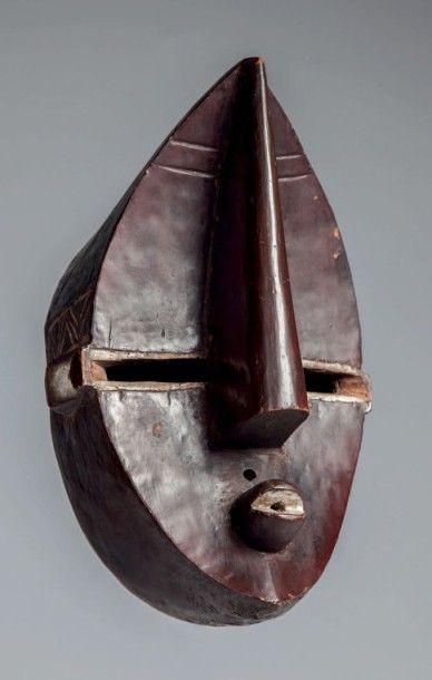 Lwalwa, Congo RDC. Ce masque «Mvondo» masculin...