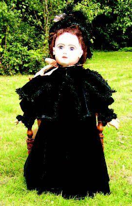 Très beau manteau de grande poupée en velours...