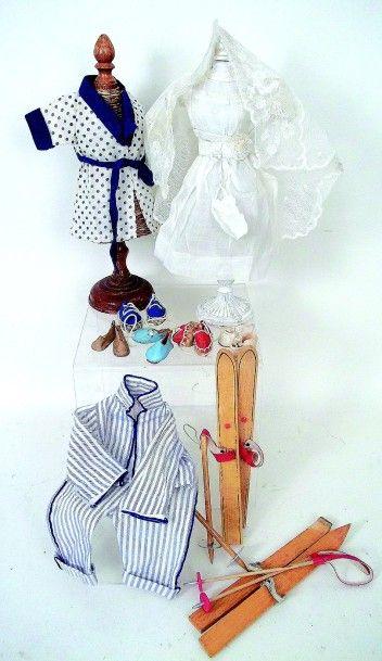 Lot de vêtements et accessoires pour BLEUETTE...