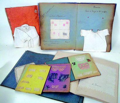 Ensemble de 6 cahiers de couture avec modèles...