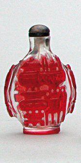 TABATIÈRE en verre de Pékin translucide décoré...