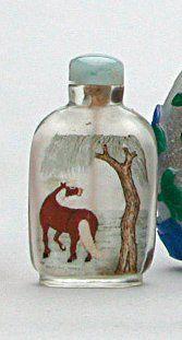 TABATIÈRE en verre peint à décor sur une...