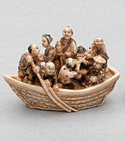 NETSUKE en ivoire représentant une barque...