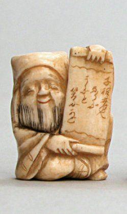 NETSUKE en ivoire représentant le dieu Jurojin...