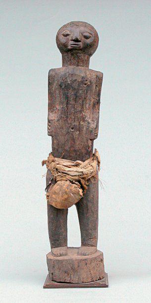 Togo. Haut. : 88 cm Sculpture anthropomorphe...