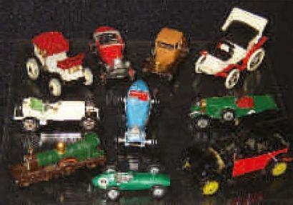 Groupe de 10 voitures miniatures dont 5