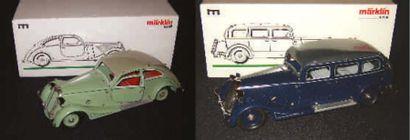 Deux reproductions de véhicules automobiles...