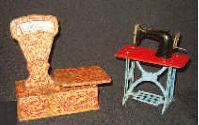 Deux jouets en métal de fabrication française,...