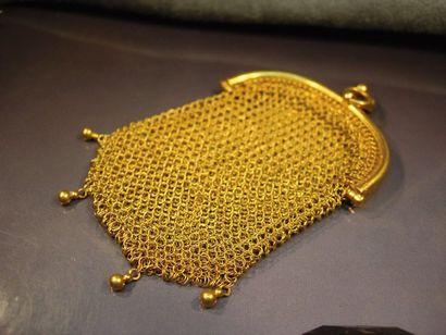 Bourse en maille d'or jaune. Vers 1900. Poids:...