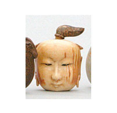 TABATIÈRE en ivoire sculpté représentant...