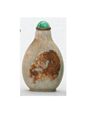 TABATIÈRE en jade néphrite décoré du karashishi...