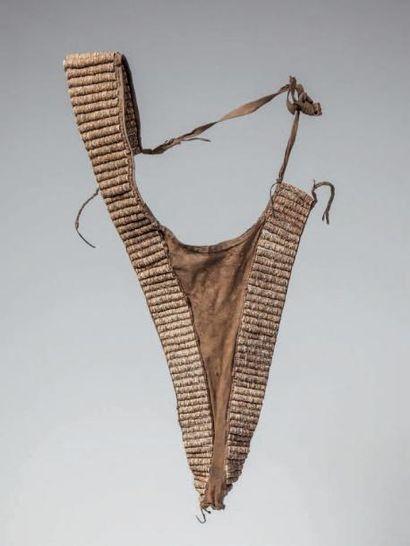 TURKANA, Nord Kenya. Cache-sexe en cuir de...
