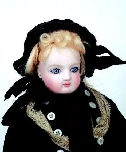 Petite poupée parisienne par Léontine ROHMER, tête en biscuit préssé pivotante par...